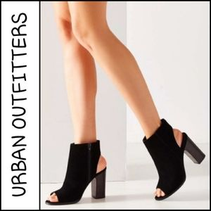 URBAN OUTFITTERS Millie Peep Toe Ankle Boo…